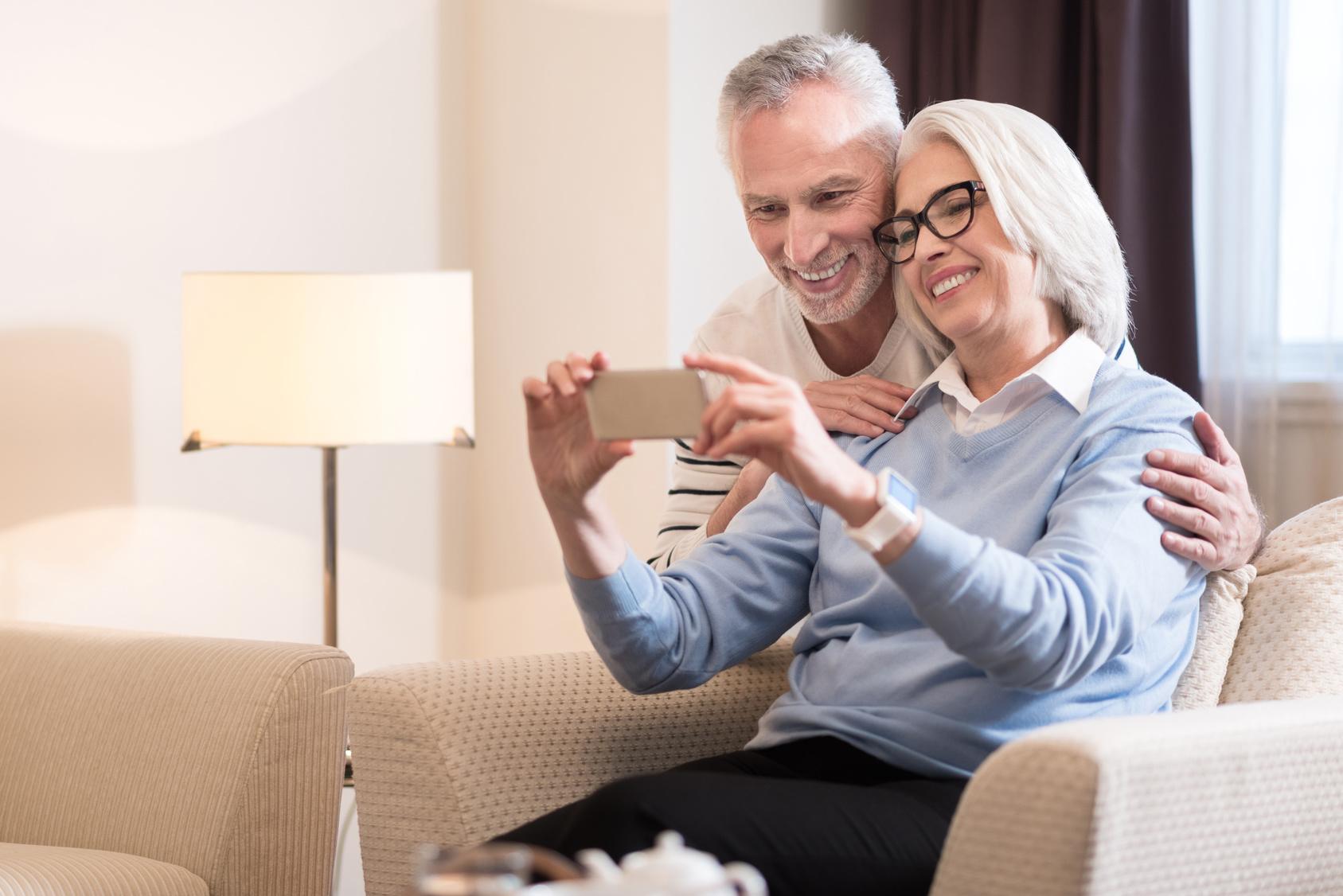 handys und smartphones f r senioren im. Black Bedroom Furniture Sets. Home Design Ideas
